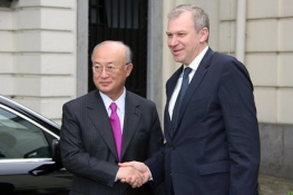 The Belgian Prime Minister, Yves Leterme, greets IAEA Director General Yukiya Amano upon his arrival at the Prime Minister's official residence in Brussels, 19 May 2011.