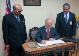 IAEA Director General Yukiya Amano signs the visitors book at Nuclear Malaysia during his official visit to Malaysia. 20 January 2015