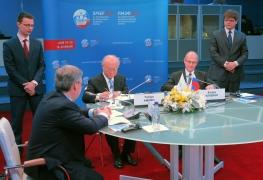 IAEA Director-General Yukiya Amano and ROSATOM Director-General Sergey Kirienko signing the LEU Bank Transit Agreement in the margins of the St. Petersburg International Economic Forum, Russian Federation, 18 June 2015.