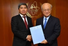 The new Resident Representative of Kyrgyzstan, Bakyt Dzhusupov, presented his credentials to IAEA Director General Yukiya Amano at the IAEA headquarters in Vienna, Austria on 20 April.