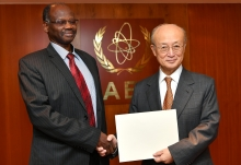 The new Resident Representative of Sudan to the IAEA, HE Mr Mirghani Abbaker Altayeb Bakhet, presented his credentials to IAEA Director General Yukiya Amano at the IAEA headquarters in Vienna, Austria, on 20 November 2018.