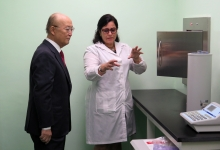IAEA Director General Yukiya Amano visits the Center of Medical-Surgical Research (CIMEQ) during his official visit to Havana, Cuba, 17 May 2019.
