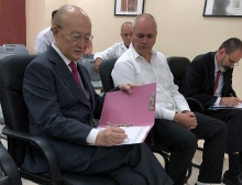 IAEA Director General Yukiya Amano signed the official guest book during his official visit to the Center of Medical-Surgical Research (CIMEQ) in  Havana, Cuba, 17 May 2019.