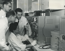 At a training course for Austrian Medical Officers in Vienna, Dr. Traude Bernert, explaining the handling of an oscilloscope which forms part of the equipment of the laboratory. 10 November 1958. Please credit IAEA