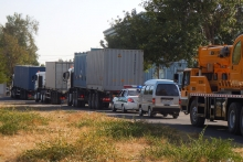 The convoy on the road from the Radiation and Technological Complex to Tashkent International Airport. The container with the HEU fuel in the truck right in front of the police car. (Photo: S. Tozser/IAEA)