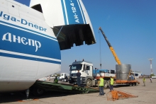 Truck drives up the ramp into the compartment part of the AN-124 cargo plane. The truck will stay in the plane and travel with the over-package to Russia. (Photo: S. Tozser/IAEA)