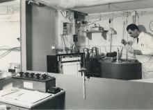 An adiabatic micro-calorimeter developed in the laboratory at IAEA Headquarters, Vienna.  April 1964. Please credit IAEA/Egert