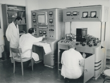 Mass spectrometer being used to determine the nitrogen-15 content of some plant materials fed with fertilizer enriched in this stable isotope. October 1963.  Please credit IAEA