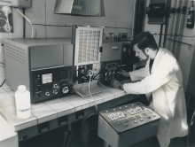 Analysing the concentration of stable elements in marine samples (water, plants, animals, sediments) with the recently acquired atomic absorption spectrophotometer. 1960-1966. Please credit IAEA/HOLZINGER Heribert