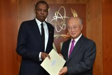 Presentation of credentials by the new Resident Representative of Sudan, Mr Mohamed Hussein Hassan Zaroug to IAEA Director General Yukiya Amano. Vienna, Austria, 11 September 2014.
