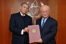 Presentation of credentials by the new Resident Representative of Viet Nam, Mr Vu Viet Anh to IAEA Director General Yukiya Amano. Vienna, Austria, 13 November 2014.