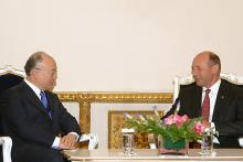 IAEA Director General Yukiya Amano met Mr. Traian Basescu, President of Romania, 19 May 2010. (Photo: S. Lupsa/Romanian Presidential Administration)