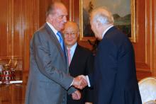 King Juan Carlos of Spain greets the Spanish Foreign Minister, Miguel Angel Moratinos, at the Zarzuela Palace, Madrid, Spain. 29 June 2010. (Photo: Spanish Mission)