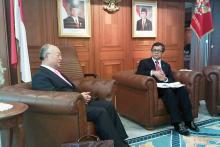 IAEA Director General Yukiya Amano meets Indonesian State Minister for Research and Technology Suharna Surapranata. 6 October 2011.