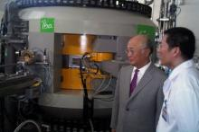 IAEA Director General Yukiya Amano visits cyclotron facility in Viet Nam. 4 October 2011.