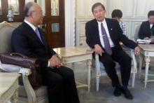 IAEA Director General Yukiya Amano with Thai Minister for Science and Technology Plodprasop Suraswadi. 4 October 2011.