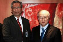 On 3 May 2011, IAEA Director General Yukiya Amano (right) met Mr. Raja Dato' Abdul Aziz Raja Adnan, Director General of the Malaysian Atomic Energy Licensing Board (left), to finalize the IAEA's organization of an independent, international radiation safety expert panel's mission to Malaysia. (Photo: P.  Pavlicek/IAEA)