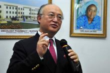 IAEA Director General Yukiya Amano makes a remark during his visit to the international cancer centre, Abuja, 15 December 2009. (Photo: A. Sotunde)