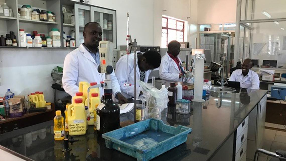 riebalų nuostolių laboratorija uganda)