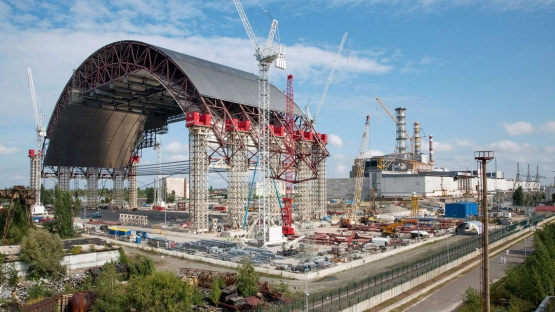 Construction of new safe confinement for Unit 4 of the Chernobyl nuclear power plant. (Photo: ChNPP)
