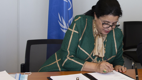 Najat Mokhtar, IAEA Deputy Director General and Head Department of Nuclear Sciences and Applications, signs the amended Collaborating Centre agreement, which extends Rosatom Tech's work with the IAEA