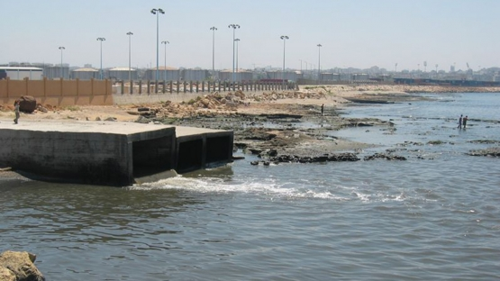 Sewage outlets such as this cause a deterioration in the quality of sea water, especially in areas important for fishery, in addition to the emission of unpleasant odors